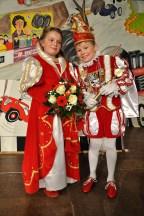 """Pfiffig und karnevalistisch auf dem Höhepunkt: Prinz Maximilian """"Maxi"""" I. (Brucker) und Prinzessin Dana- Marie I. (Walber). Foto: Reiner Züll"""