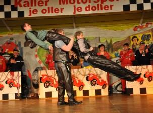 """Das Herrenballett """"Federwölkchen"""" glänzte mit Akkrobatik und flotten Westerntänzen. Foto: Reiner Züll"""