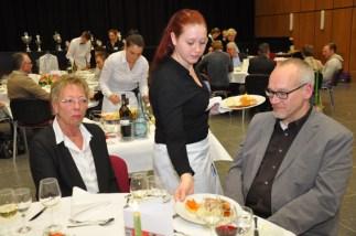 Hofa-Azubis Saskia Marx aus Simmerath beim Service. Foto: Reiner Züll