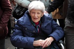Die 1920 geborene Ilse Vyth de Haas hat den Holocaust überlebt und war am Freitag aus Amsterdam angereist. Bild: Michael Thalken/Eifeler Presse Agentur/epa
