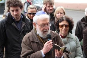 Ein jüdischer Geistlicher sprach das Kaddisch. Bild: Michael Thalken/Eifeler Presse Agentur/epa