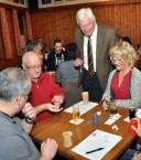 Bürgermeister Herbert Radermacher (stehend) hatte das Turnier eröffnet.Er lobte das große Engagement des Vereins zur Erhaltung der Gaststätte Gier. Foto: Reiner Züll
