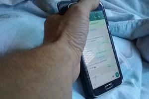 Auch die Smartphonenutzung kann zur Sucht werden. Symbolbild: Tameer Gunnar Eden/Eifeler Presse Agentur/epa