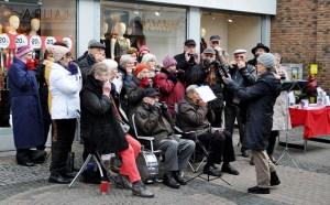 """Zwei Stunden Musik für den guten Zweck: """"Harmonica Sound""""  im Einsatz. Foto: Carsten Düppengießer/Caritas Euskirchen"""