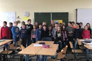 Eine spannende Diskussion zum Thema Kinderrechte hatten die  Schülerinnen und Schülern der Klasse 4 der Johannes-Vincken-Schule in Lommersum mit der Bundestagsabgeordneten Helga Kühn-Mengel. Bild: SPD