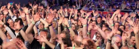 600 Fans feierten ausgelassen bei der 20. Mechernicher Oldienacht. Foto: Reiner Züll