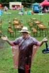 Innerhalb kürzester Zeit waren die Kellner arbeitslos. Der heftige Regen hatte die Gäste in die Flucht geschlagen. Foto: Reiner Züll