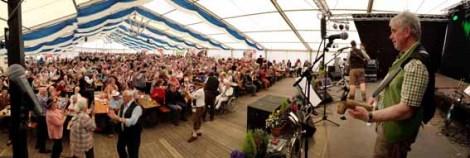 Das 2000 Personen fassende Festzelt war anlässlich des 30-jährigen Bühnenjubiläums an allen drei Tagen voll besetzt. Foto: Reiner Züll