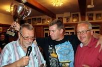 Gesamtsieger Uwe Reifferscheidt (Mitte) mit Uwe Schubinski (rechts) und Reiner Züll. Foto: Patrick Züll
