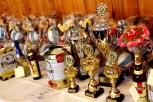 Der Tisch mit den Pokalen und Siegerpreisen war reichlich bestückt. Foto: Reiner Züll