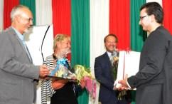 Schüler des Kaller Berufskollegs Eifel bedankten sich bei der Lossprechungsfeier bei ihren ehemaligen Lehrpersonen. Foto: Reiner Züll