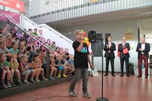 Kindersänger David Schumacher hatte für die Gäste gleich drei Lieder im Programm. Bild: Michael Thalken/Eifeler Presse Agentur/epa