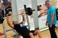 Trainer Axel Preusse sprach immer wieder beruhigend auf seinen Schützling ein. Foto: RFeiner Züll