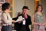 Professor Reklam Reinlich (Dr. Reinhold Weitz) bemühte sich vergeblich, das Niveau der Veranstaltung zu heben. Bild: Michael Thalken/epa