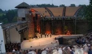 Die Open Air-Bühne der Monschauer Burg soll als Kulisse für eine Operngala dienen. Foto: Veranstalter
