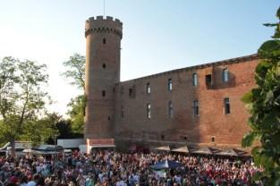 Im Schatten der Burg wurde zwei Tage lang gefeiert. Bild: Michael Thalken/Eifeler Presse Agentur/epa