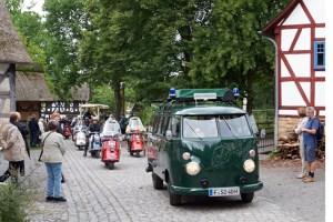 200 Oldtimer werden erwartet, die als KOrso durch das LVR-Freilichtmuseum Kommern fahren sollen. Bild: Hans-Theo Gerhards/LVR
