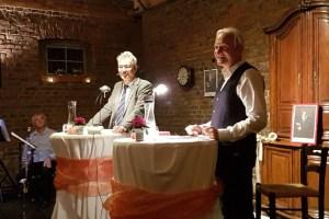 Bernd Reheuser (rechts) und Pater Wolfgang Stickler brachten den zahlreichen Gästen Leben und Werk des deutschen Dichters Heinrich Heine nahe. Bild: Artur Brenig