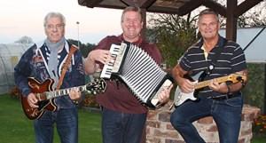 Gute Laune verspricht die BüLaRose-Band mit (von links) Dieter Nitsche, Werner Krebs und Günter Rosenke. Foto: W. Andres