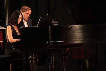 Hochklassiges Klavierspiel präsentierten Xin Wang und ihr Mann Florian Koltun am Flügel. Bild: Michael Thalken/Eifeler Presse Agentur/epa