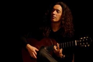 Reimund Popp studierte klassische Gitarre, Trompete und Renaissancelaute.  Foto: Gerd Dehl