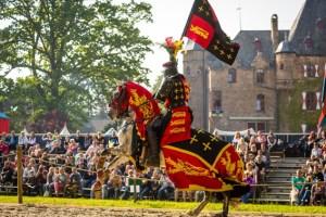 """An Pfingsten zeigen die Ritter der BUrg satzvey den dritten und letzten Teil der TRilogie """"König der Schwerter"""". Bild: Mike Göhre/ Der Fotoschmied"""