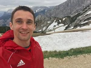 Ein Extremsportler beim Zugspitz Ulratrail: Auch nach über 50 Kilometer Extrem-Berglauf konnte Timm Ody noch lächeln: Alpspitz, zehn Kilometer vor dem Ziel in Garmisch-Partenkirchen. Foto: privat