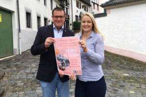 Esther Erharter und Bürgermeister Rolf Hartmann stellten das Programm vor. Bild: Gemeinde Blankenheim