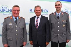 Abschied und Neubeginn: Landrat Günter Rosenke mit Brigadegeneral Roland Brunner (links) und Oberst Peter Webert. Foto: W. Andres / Kreisverwaltung