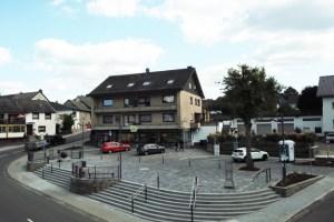 Der Dorfplatz nach der Umgestaltung. Bild: Gemeinde Dahlem