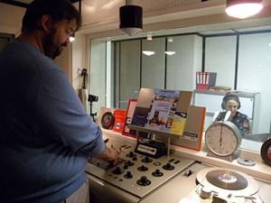 """Christian Milling, hier mit Susan Zare, ist Initiator der """"Eifeler Radiotage"""". Foto: privat"""