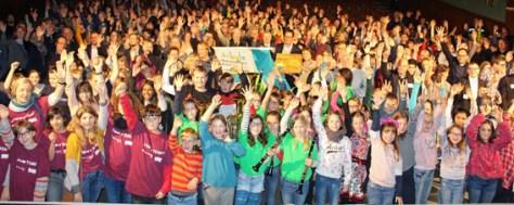 Rund 500 Schülerinnen und Schüler waren heute bei der Auszeichnung von 47 Schulen zu Nationalpark-Schulen Eifel im Kulturkino in Vogelsang. (Foto: Nationalparkverwaltung Eifel/A. Simantke)