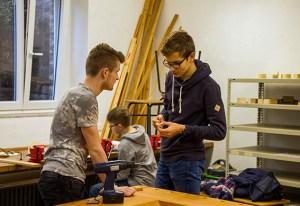 Schüler der Technik-AG an der Realschule Schleiden stellten die neuen Geräte vor. Foto: Kerstin Wielspütz