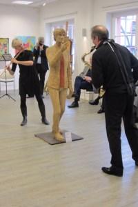 Das Künstlerehepaar Magdalena Thomas und Rolf Kratzborn sorgten für die musikalische Untermalung des Neujahrsempfangs an der IKH. Bild: IKH