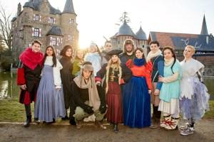 """Die Mitglieder des """"metropol Theater"""" Köln wollen auf Burg satzvey für einen märchenhaften Winter sorgen. Bild: A. Pluta"""