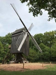 Nach einer längeren Restaurierungsphase ist die Bockwindmühle im LVR-Freilichtmuseum Kommern wieder frei zugänglich. Foto: Dr. Carsten Vorwig / LVR