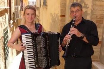 """Das preisgekrönte Duo """"Sing Your Soul"""" will in Metternich Stücke von Mozart sowie Tango spielen. Foto: Veranstalter"""