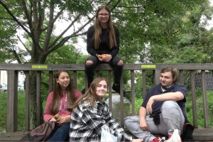 """Trotz Ferien hoch motiviert: Viel Spaß hatten die Musical Kids am Set der Filmaufnahmen zum Abschluss des Projekt """"HOME!?"""" Anfang Juli dieses Jahres. Bild: Martijn Theisen /Spotlight Experience gUG"""