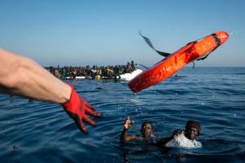 """Sea-Watch"""" ist eine gemeinnützige Initiative, die sich der zivilen Seenotrettung im zentralen Mittelmeer verschrieben hat. Bild: Sea-Watch"""