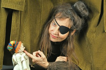 Christiane Remmert gibt dem alten Grimm-Klassiker eine moderne Wendung. Bild: Jojo Ludwig