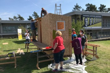 Bau des Little Homes 152 mit ehrenamtlichen Kräften am 13. September 2020 im LVR-Freilichtmuseum Kommern Foto: Josef Mangold/LVR