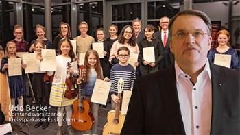 Ein Herz und einen Sonderfonds für Vereine hat Udo Becker, Vorstandsvorsitzender der Kreissparkasse Euskirchen. Bild: Tameer Gunnar Eden/Eifeler Presse Agentur/epa