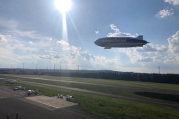 Der Zeppelin beim Anflug auf den Flugplatz Dahlemer Binz. Bild: Gemeinde Dahlem