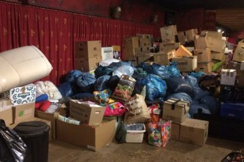 Auch die Lager der Burg Satzvey sind gut gefüllt. Hilfsbedürftige können hier zahlreiche Spenden abholen. Bild: Burg Satzvey