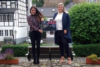 """Jessica Setzer (links) und die Blankenheimer Bürgermeisterin Jennifer Meuren suchen """"Eine Stimme für die Eifel"""". Bild: Gemeinde Blankenheim"""