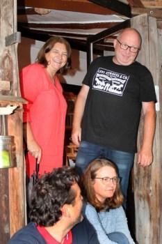 Regina und Horst Limburg aus Paderborn-Elsen unterstützten die Flutopfer-Hilfe in Golbach mit vielen ideenreichen Aktionen. Foto: Reiner Züll