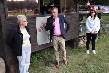 Bernd Hamacher betonte, dass die KSK sehr gerne sportliche Veranstaltungen unterstütze und lobte das Engagement der IPN-Mitglieder. Bild: Michael Thalken/Eifeler Presse Agentur/epa
