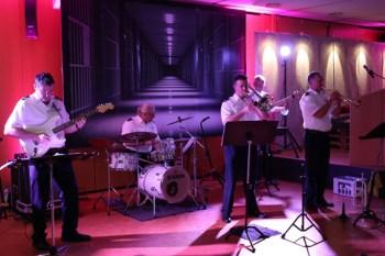 Die Jazz-Rock-Pop-Band des Landespolizeiorchesters NRW sorgte für die musikalische Begleitung. Bild: Michael Thalken/Eifeler Presse Agentur/epa