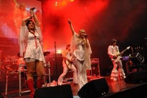 """Die Band """"Abba da Capo"""" ließ die vier weltberühmten Schweden wiederauferstehen. Bild: Reiner Züll"""