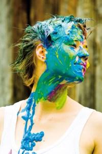 Beim Actionpainting kann man seine Kreativität mal so richtig ausleben. Bild: Kulturrucksack NRW